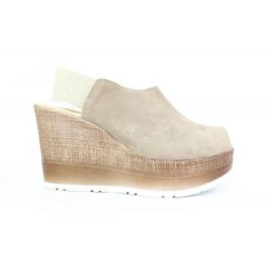 6ad710e355f4 Kožené sandále na plnom podpätku 17 40486