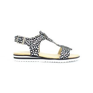 Elegantné lesklé sandále 17 10480
