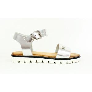 Elegantné lesklé sandále 17 10396